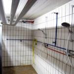 Notlösung: 2 Duschen in der Schlauchwaschanlage